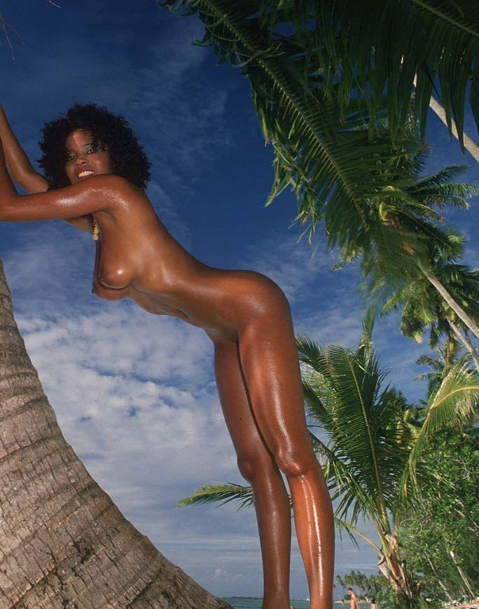 【黒人 美人】黒人のスタイル抜群な女性が美巨乳露出してるおっぱい画像ってブラックビューティーって感じで最高にエロい件w 06