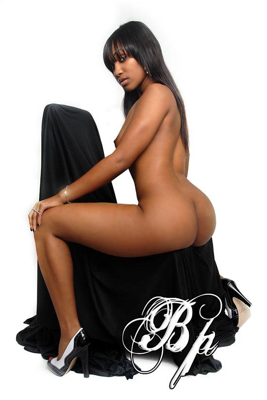 【黒人 美人】黒人のスタイル抜群な女性が美巨乳露出してるおっぱい画像ってブラックビューティーって感じで最高にエロい件w 18