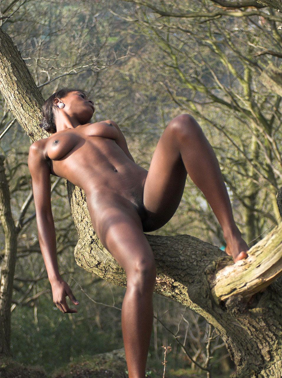 【黒人 美人】黒人のスタイル抜群な女性が美巨乳露出してるおっぱい画像ってブラックビューティーって感じで最高にエロい件w 23