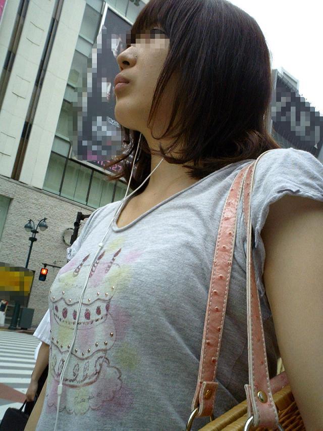 【おっぱい】巨乳の女の子の私服って全部こんなに膨らむものなの?w【30枚】 13