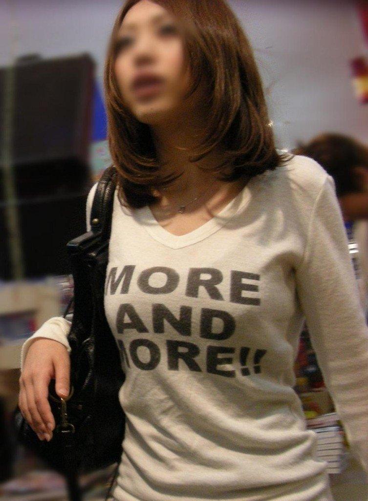 【おっぱい】巨乳の女の子の私服って全部こんなに膨らむものなの?w【30枚】 18