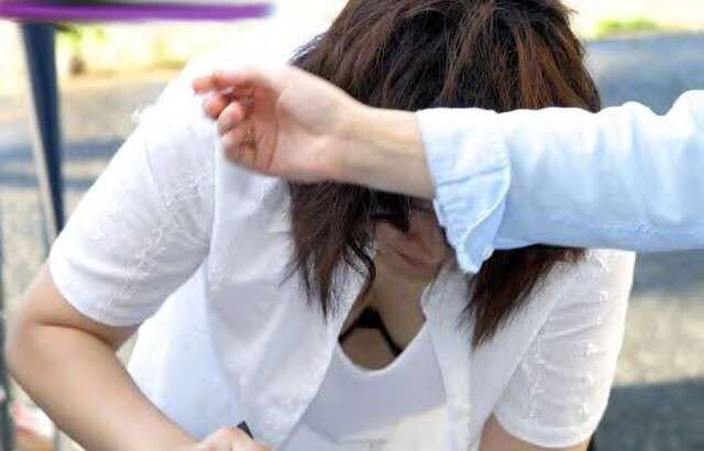 【おっぱい】乳首までチラリズムしている女の子も多く出現する夏www【30枚】 05