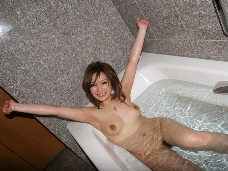 【おっぱい】こんなキレイなお姉さんと一緒にお風呂に入れたらいいのに!【30枚】