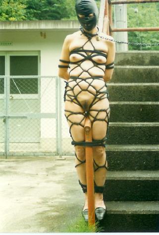 【おっぱい】夏に見るとより一層強烈に感じる緊縛されている女性のSM画像www【30枚】 07