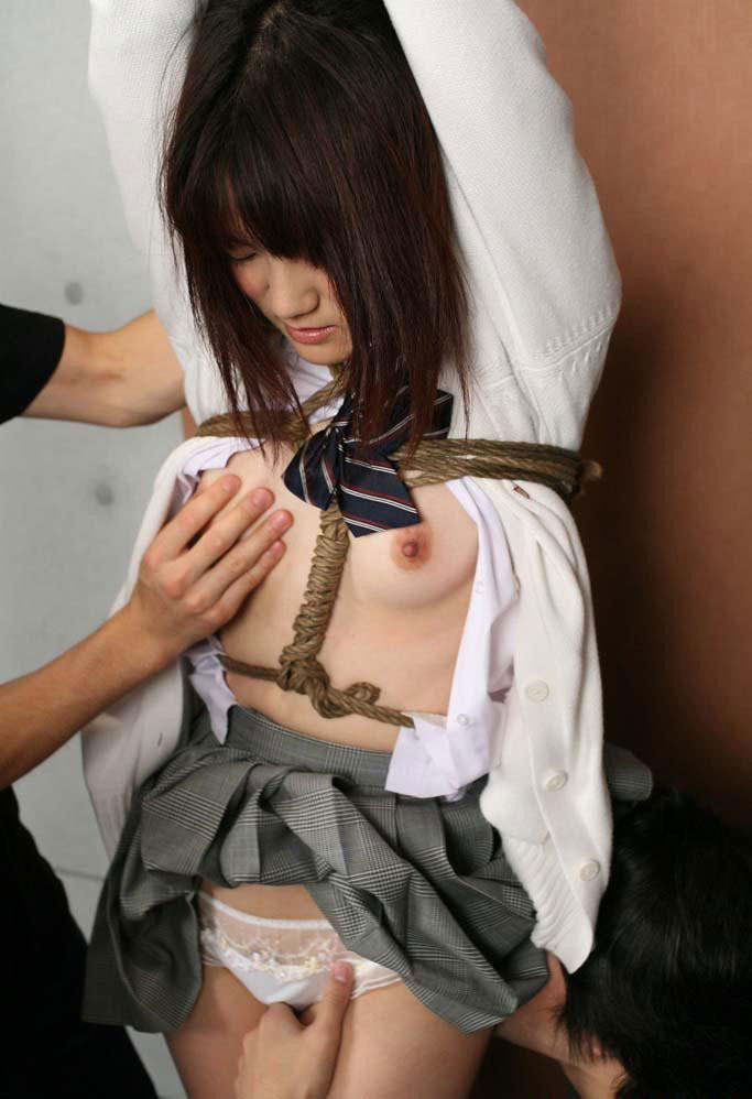 【おっぱい】夏に見るとより一層強烈に感じる緊縛されている女性のSM画像www【30枚】 24