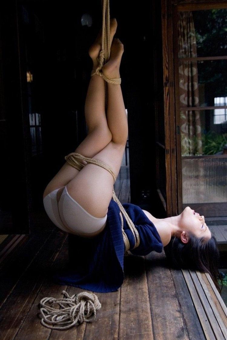 【おっぱい】夏に見るとより一層強烈に感じる緊縛されている女性のSM画像www【30枚】 28