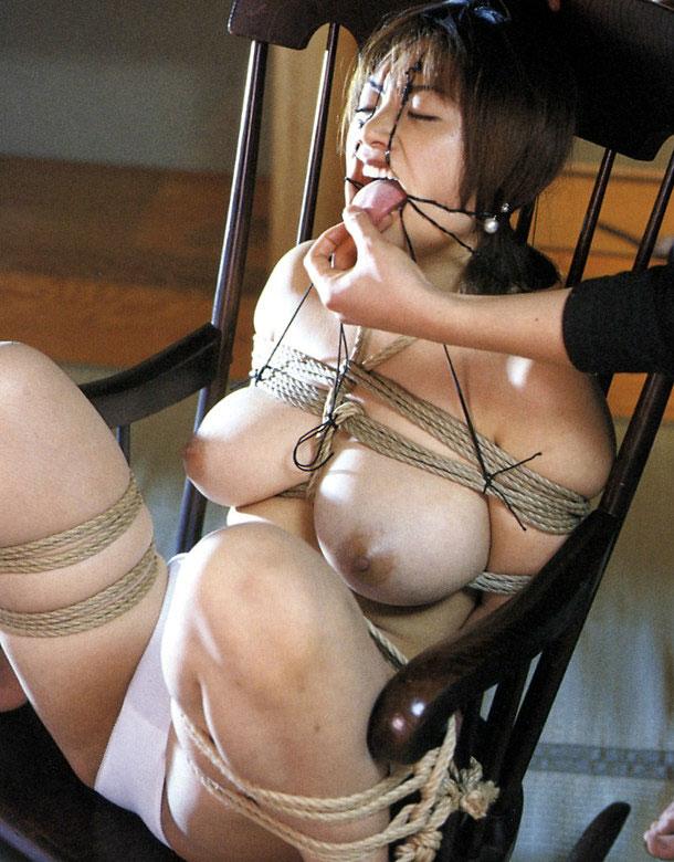 【おっぱい】本格的に緊縛されている女性の抵抗できないおっぱいを焦らし舐めwww【30枚】 08
