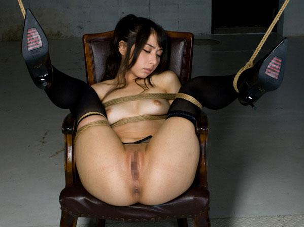 【おっぱい】本格的に緊縛されている女性の抵抗できないおっぱいを焦らし舐めwww【30枚】 21