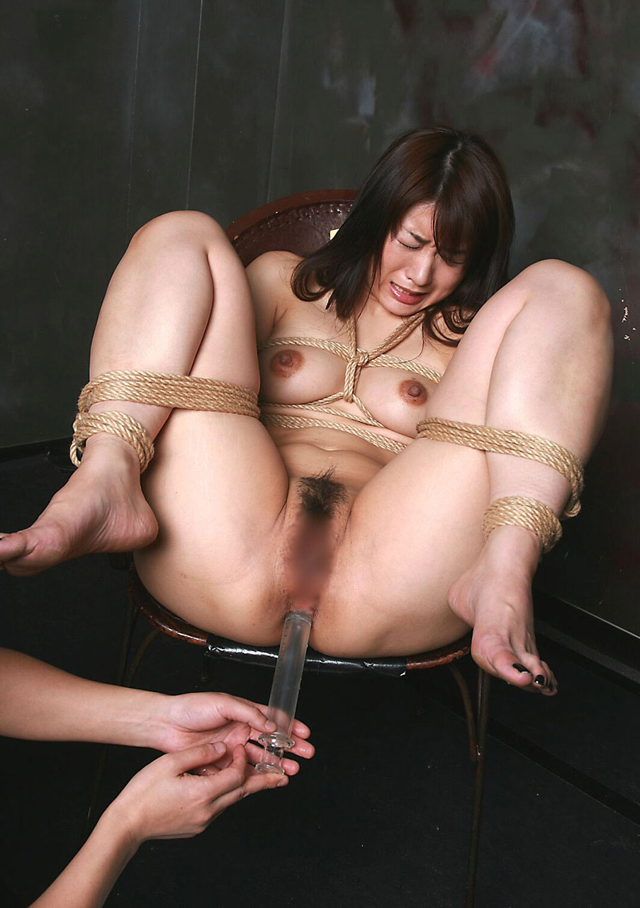 【おっぱい】本格的に緊縛されている女性の抵抗できないおっぱいを焦らし舐めwww【30枚】 28