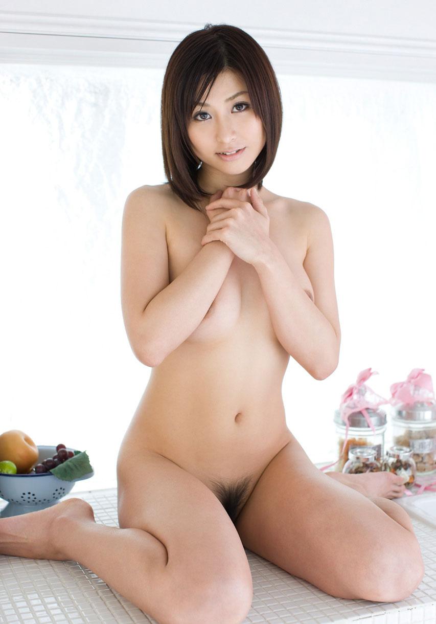 【おっぱい】もう少し膨らみがあれば完璧な小ぶり美乳な女の子たち【32枚】 04