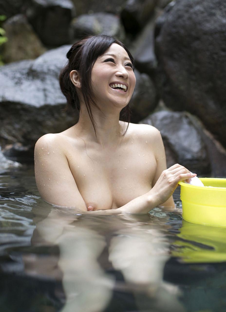 【おっぱい】シャワーでキレイになった美乳を舐め回してベトベトにしたい!【70枚】 05