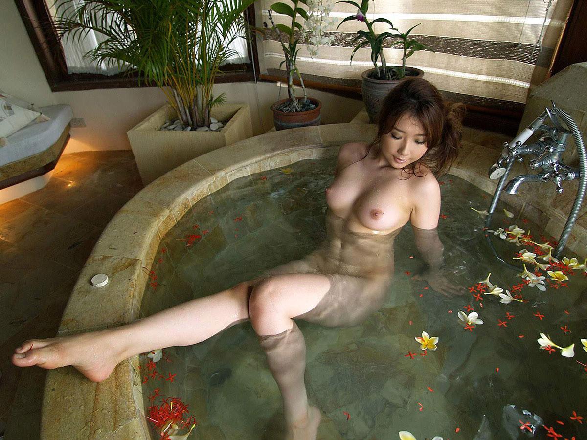 【おっぱい】シャワーでキレイになった美乳を舐め回してベトベトにしたい!【70枚】 15