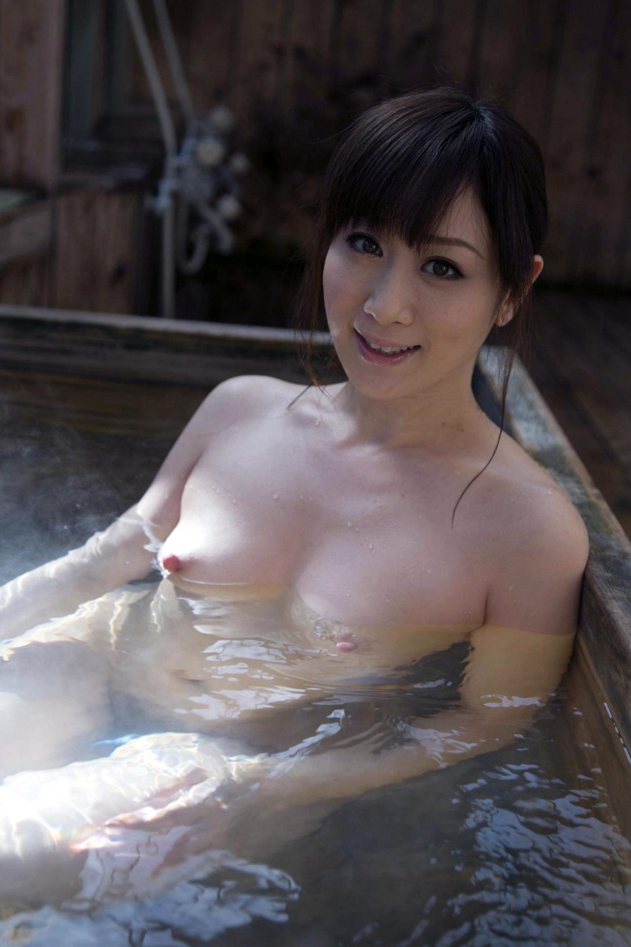 【おっぱい】シャワーでキレイになった美乳を舐め回してベトベトにしたい!【70枚】 18