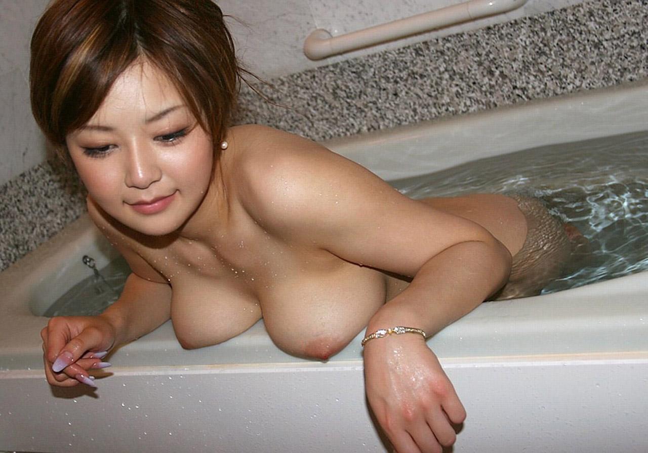 【おっぱい】シャワーでキレイになった美乳を舐め回してベトベトにしたい!【70枚】 48