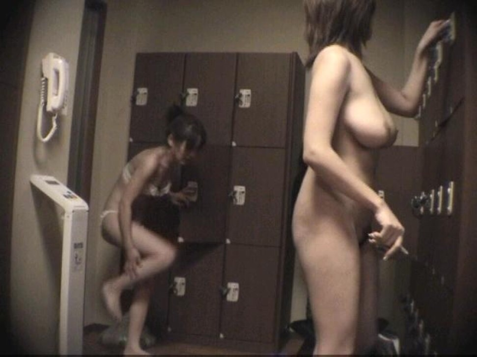 【おっぱい】脱衣所の覗き画像が多いのは、風呂よりも油断しているから?【90枚】 10