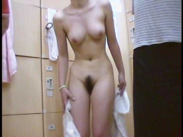 【おっぱい】脱衣所の覗き画像が多いのは、風呂よりも油断しているから?【90枚】 13