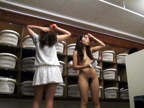 【おっぱい】脱衣所の覗き画像が多いのは、風呂よりも油断しているから?【90枚】 33