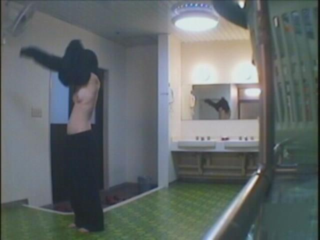 【おっぱい】脱衣所の覗き画像が多いのは、風呂よりも油断しているから?【90枚】 35