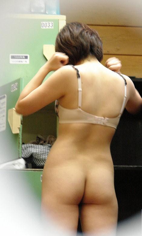 【おっぱい】脱衣所の覗き画像が多いのは、風呂よりも油断しているから?【90枚】 40