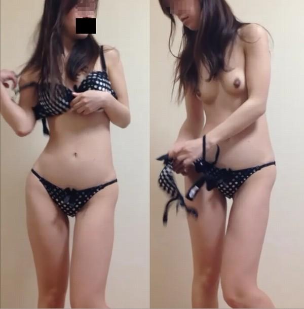【おっぱい】脱衣所の覗き画像が多いのは、風呂よりも油断しているから?【90枚】 49