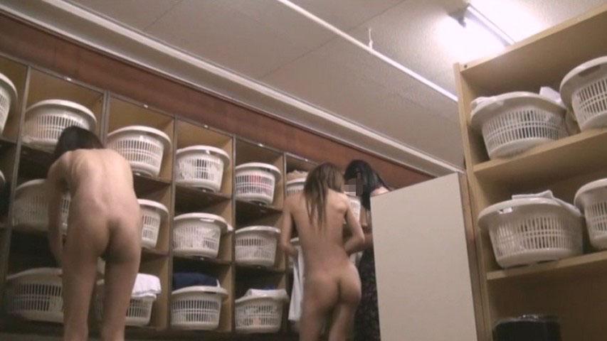 【おっぱい】脱衣所の覗き画像が多いのは、風呂よりも油断しているから?【90枚】 56