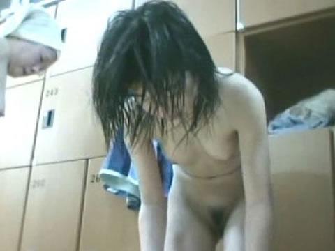 【おっぱい】脱衣所の覗き画像が多いのは、風呂よりも油断しているから?【90枚】 58