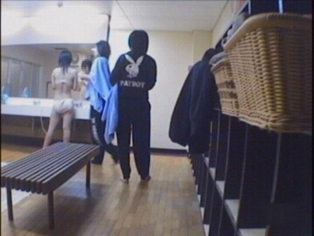 【おっぱい】脱衣所の覗き画像が多いのは、風呂よりも油断しているから?【90枚】 69