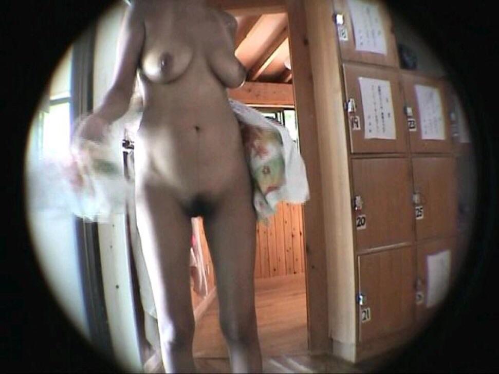 【おっぱい】脱衣所の覗き画像が多いのは、風呂よりも油断しているから?【90枚】 83