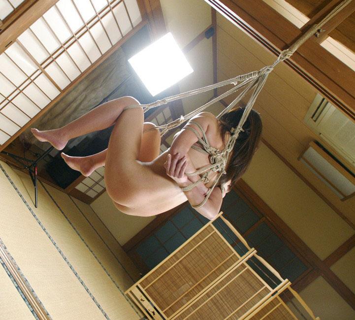 【おっぱい】ガッツリ緊縛されている女性の抵抗できない儚いおっぱい!【62枚】 08