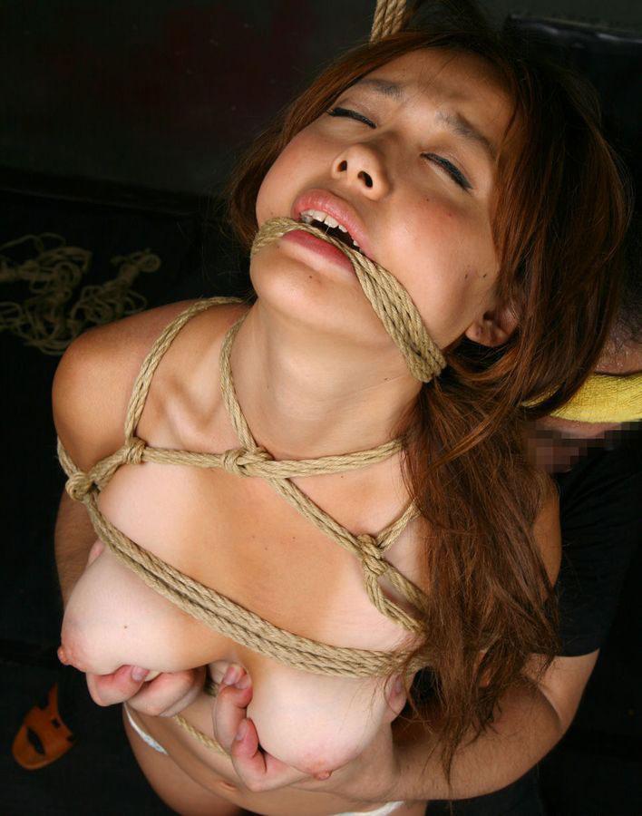 【おっぱい】ガッツリ緊縛されている女性の抵抗できない儚いおっぱい!【62枚】 16