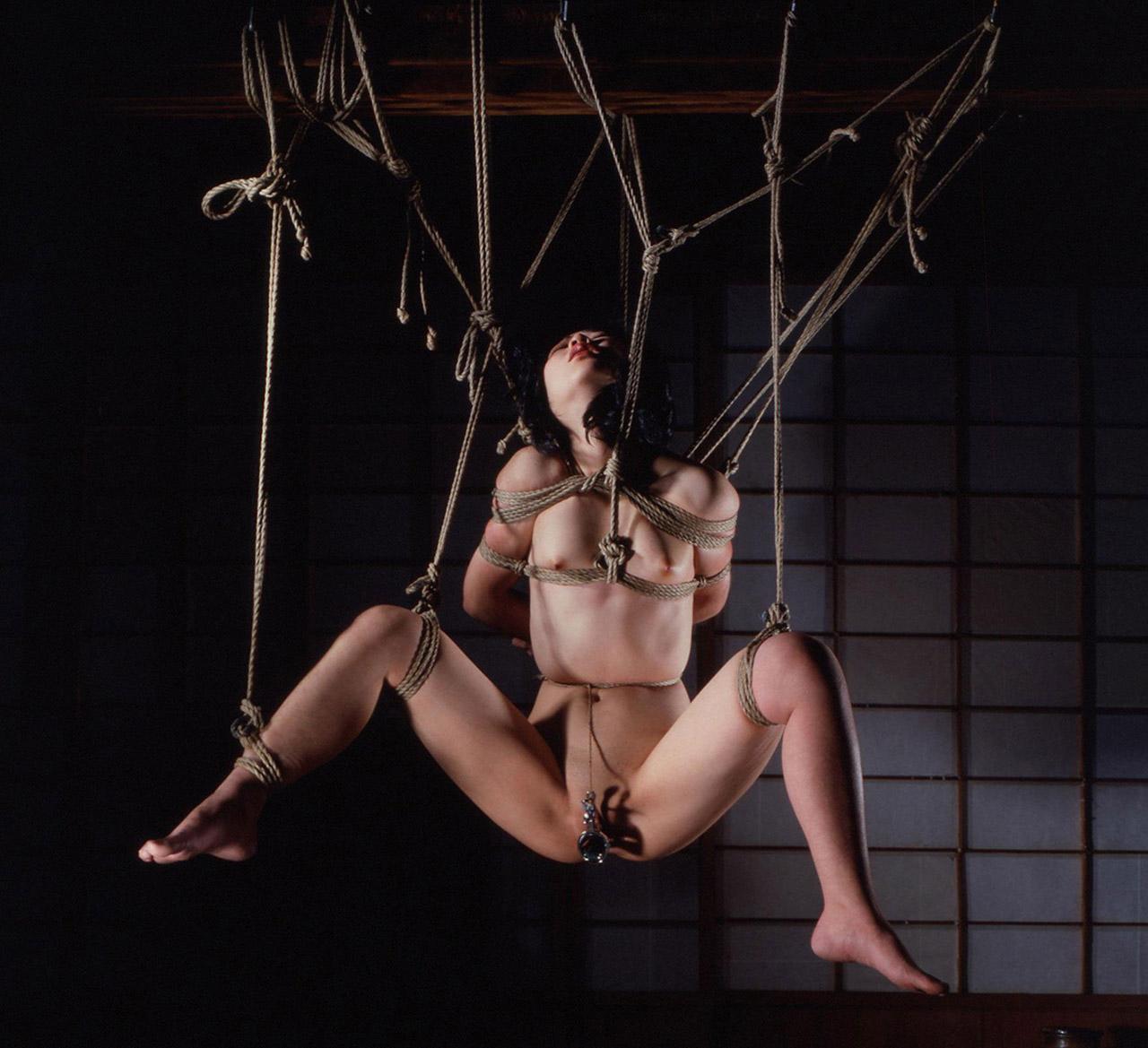 【おっぱい】ガッツリ緊縛されている女性の抵抗できない儚いおっぱい!【62枚】 20