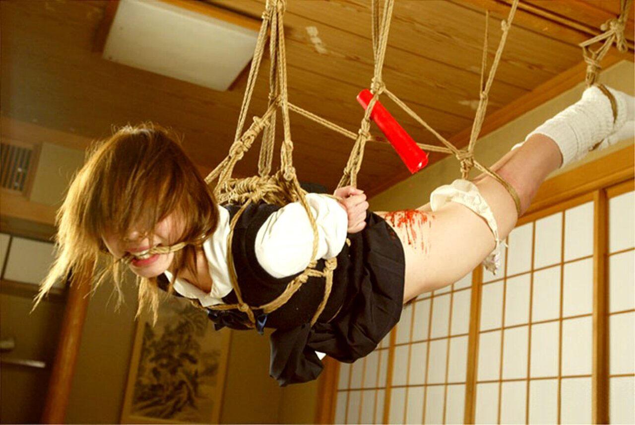【おっぱい】ガッツリ緊縛されている女性の抵抗できない儚いおっぱい!【62枚】 39