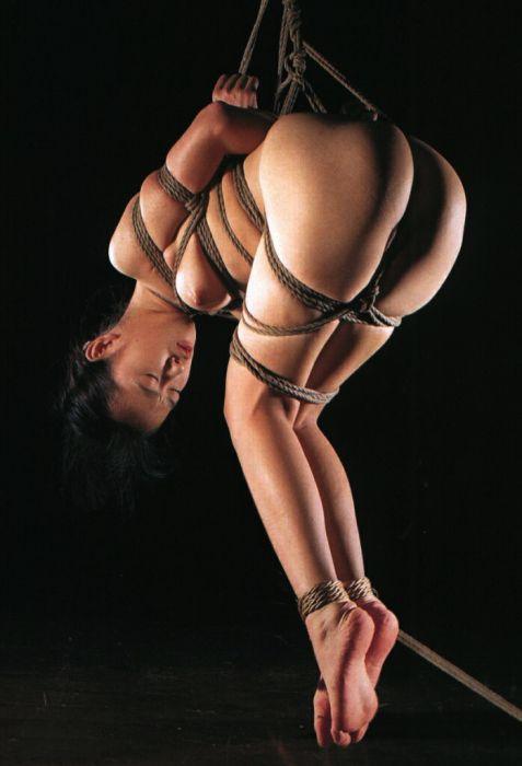 【おっぱい】ガッツリ緊縛されている女性の抵抗できない儚いおっぱい!【62枚】 42