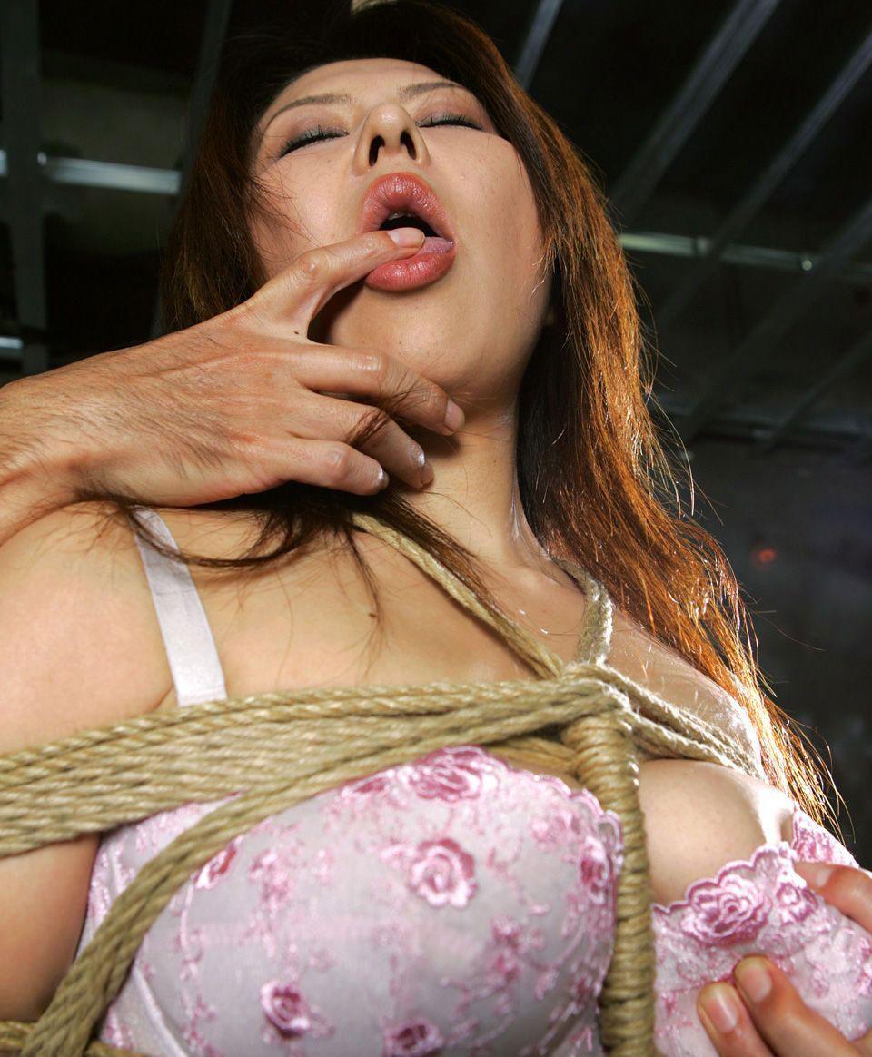 【おっぱい】ガッツリ緊縛されている女性の抵抗できない儚いおっぱい!【62枚】 44