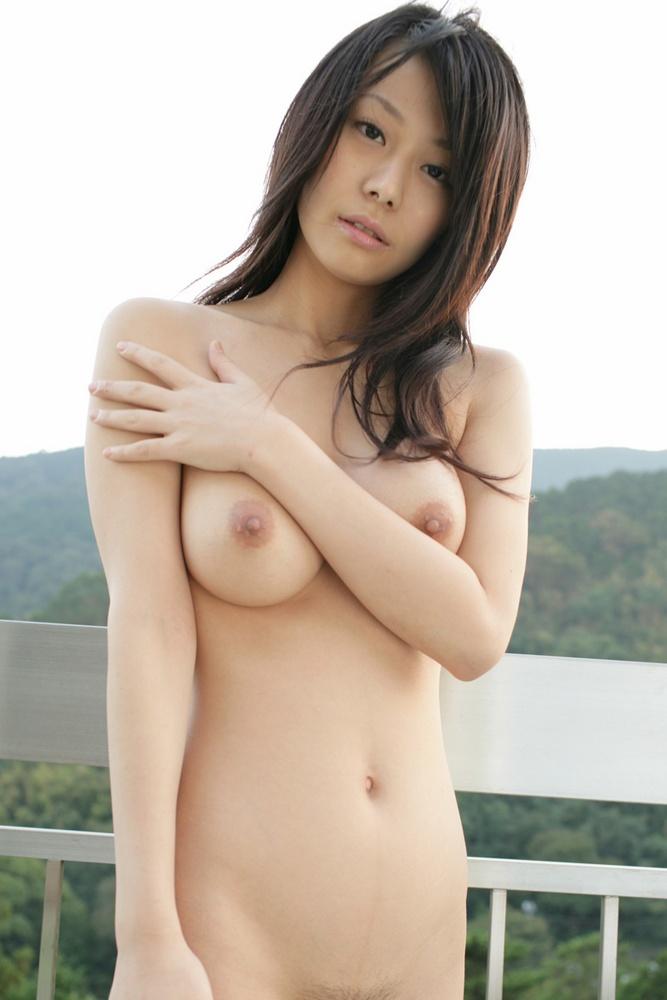 【おっぱい】白人さんみたいな美白ボディをした日本人のおっぱいヌード画像【27枚】 03