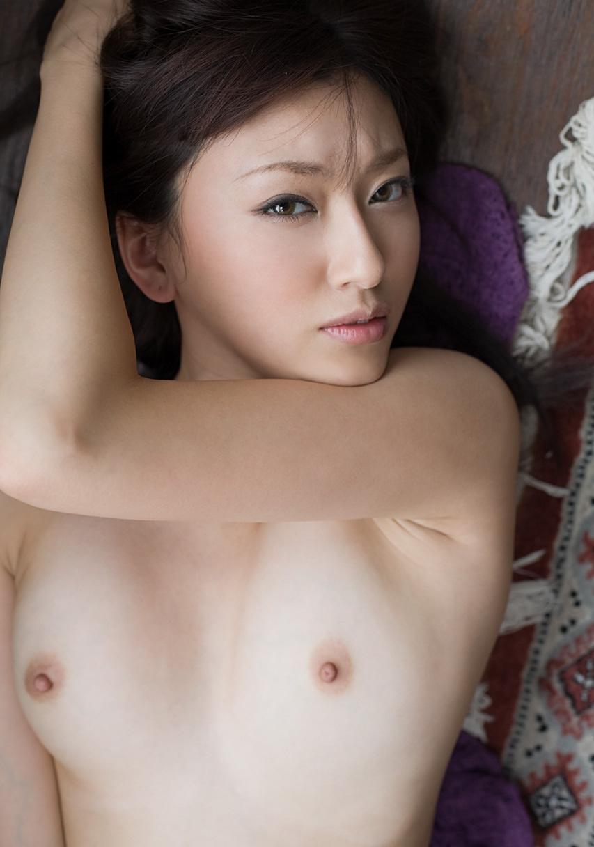 【おっぱい】白人さんみたいな美白ボディをした日本人のおっぱいヌード画像【27枚】 18