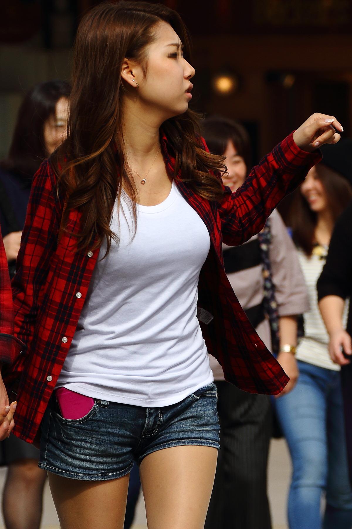 【おっぱい】巨乳を隠すのは不可能だと痛感する素人さんの着衣画像www【20枚】 15