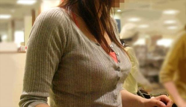 【おっぱい】巨乳を隠すのは不可能だと痛感する素人さんの着衣画像www【20枚】 17
