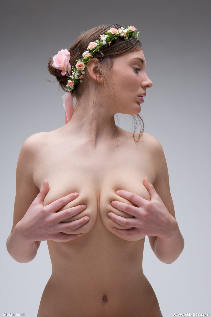 【おっぱい】爆乳でも小ぶり美乳でも日本人とは違うエロスがある海外のヌード画像【33枚】 15