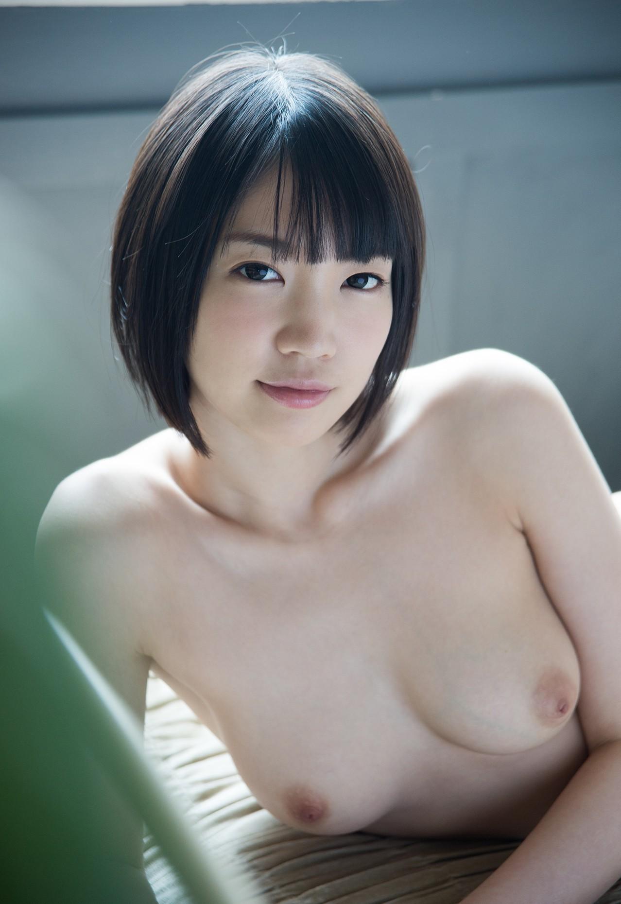 【おっぱい】美白女性の美巨乳を集めてみたけど、最近ではこれで普通ぐらいなのか?【34枚】 21