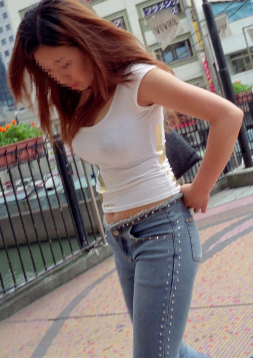 【おっぱい】服の上からでもわかってしまう巨乳な素人さんの街撮り画像【39枚】 28