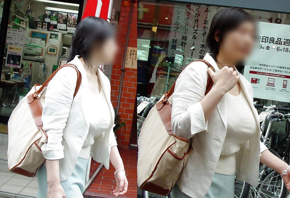 【おっぱい】服の上からでもわかってしまう巨乳な素人さんの街撮り画像【39枚】 30