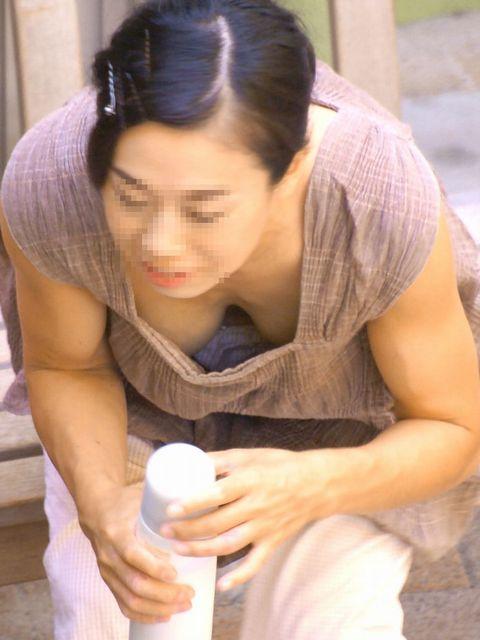 【おっぱい】早く冬が終わって欲しいとしか思えない素人さんの街撮り胸チラ画像【36枚】 28