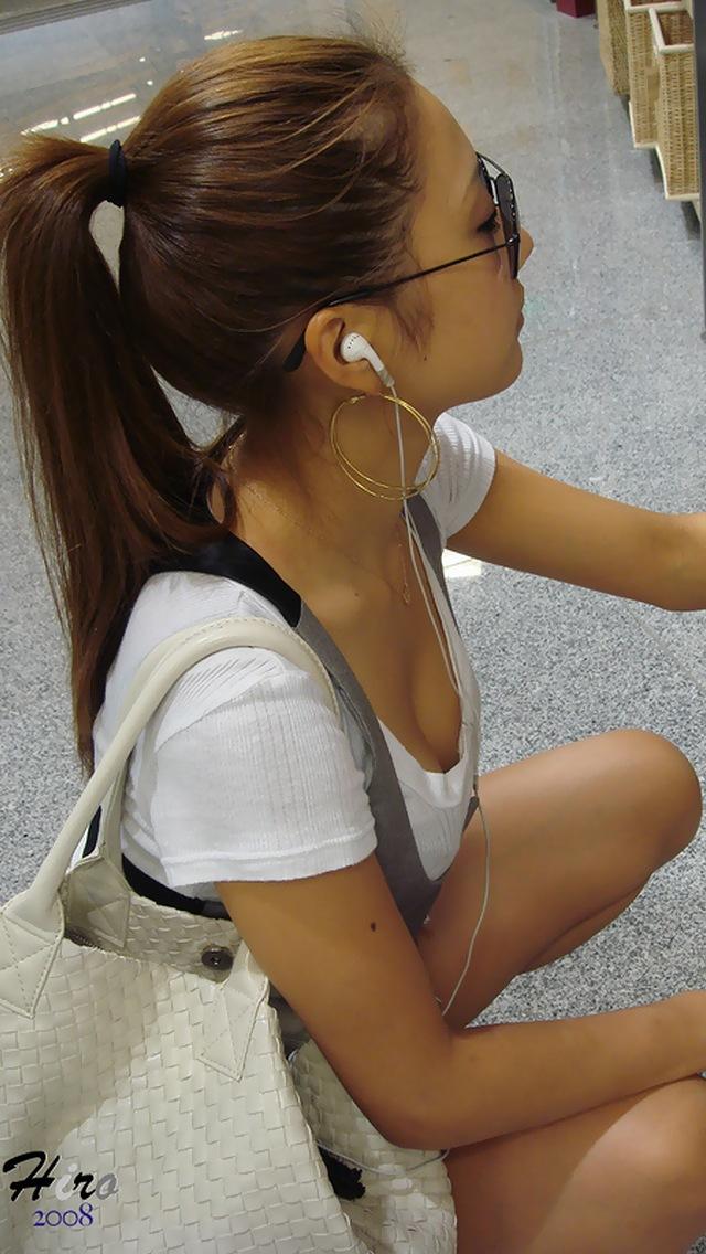 【おっぱい】街中で谷間チラしている素人さんを見ると乳首を探してしまうwww【33枚】 03