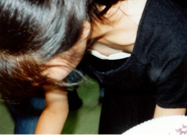 【おっぱい】街中で谷間チラしている素人さんを見ると乳首を探してしまうwww【33枚】 09