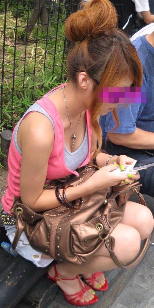 【おっぱい】街中で谷間チラしている素人さんを見ると乳首を探してしまうwww【33枚】 10