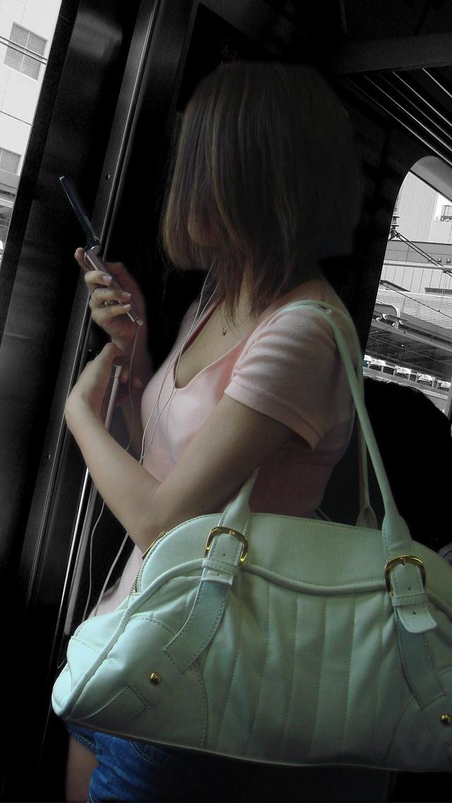 【おっぱい】街中で谷間チラしている素人さんを見ると乳首を探してしまうwww【33枚】 14