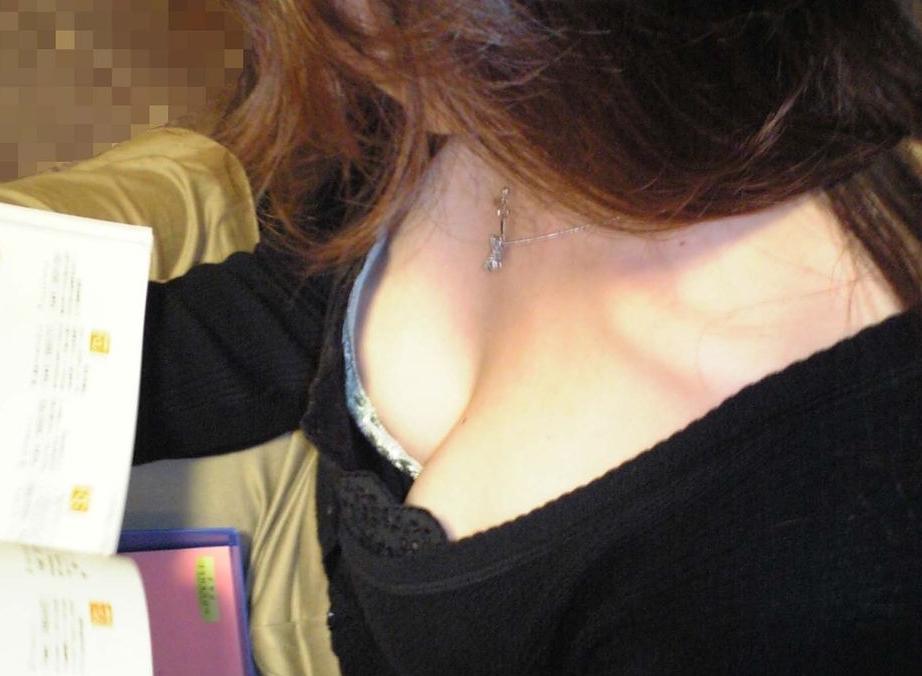 【おっぱい】街中で谷間チラしている素人さんを見ると乳首を探してしまうwww【33枚】 18
