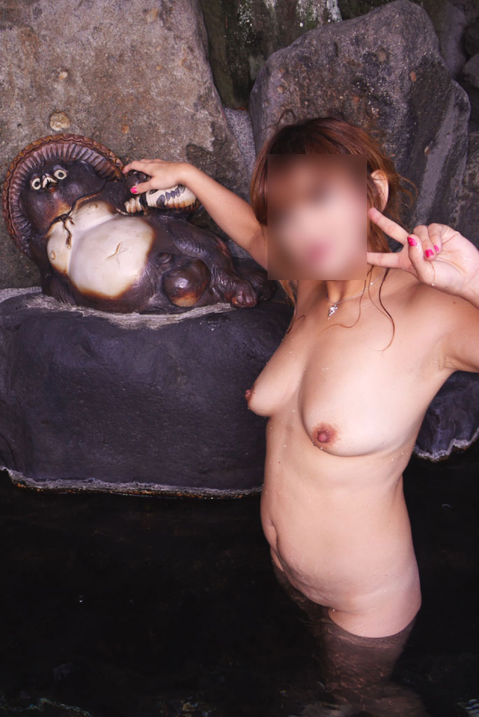 【おっぱい】温泉旅行の記念に露店風呂で全裸撮影する現代の日本人www【40枚】 06