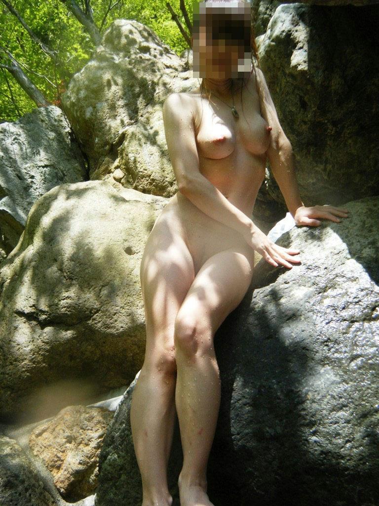 【おっぱい】温泉旅行の記念に露店風呂で全裸撮影する現代の日本人www【40枚】 09